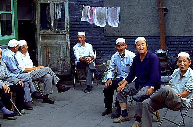 مساجد و جوامع العالم Mosque-old-men